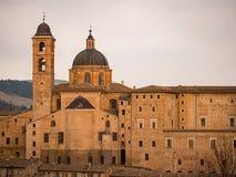 Ansicht bei Sonnenuntergang von Urbino, UNESCO-Welterbe lizenzfreies stockbild