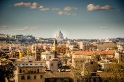 Ansicht beim St Peter über Rom lizenzfreie stockbilder