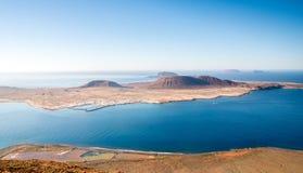 Ansicht ?ber La Graciosa-Insel von Mirador-del Rio in Lanzarote, Spanien stockfoto