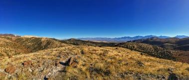 Ansicht Berge der vordere Wüste Salt Lake Tales und Wasatch in Autumn Fall, der Rose Canyon Yellow Fork, großen Felsen und Waterf Lizenzfreie Stockfotos