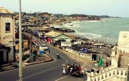 Ansicht an Cape Coast-Stadt vom Schloss stockbild