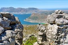 Ansicht in Cape Town von der Spitze des Tabellen-Berges Stockfotografie