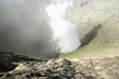 Ansicht in den Bromo-Vulkan lizenzfreie stockfotografie
