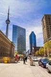 Ansicht an den Gebäuden in im Stadtzentrum gelegenem Toronto Stockbilder