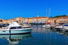 Ansicht in den Hafen von Saint Tropez, Frankreich lizenzfreies stockbild