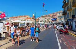 Ansicht in den Hafen von Saint Tropez, Frankreich stockbild