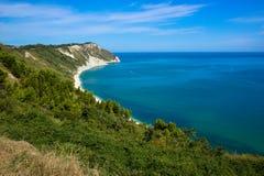 Ansicht der adriatischen Küste in der Marken-Region von Italien Stockbilder