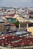 Ansicht der alten europäischen Stadt von der Höhe des Fluges des Vogels St Petersburg, Russland, Nordeuropa Lizenzfreie Stockbilder