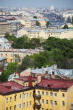 Ansicht der alten europäischen Stadt von der Höhe des Fluges des Vogels St Petersburg, Russland, Nordeuropa Stockbild