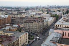 Ansicht der alten europäischen Stadt von der Höhe des Fluges des Vogels St Petersburg, Russland, Nordeuropa Stockfotos