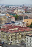 Ansicht der alten europäischen Stadt von der Höhe des Fluges des Vogels St Petersburg, Russland, Nordeuropa Lizenzfreies Stockfoto