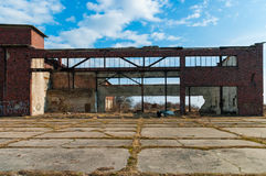 Ansicht der alten Flugzeughangars in Russland, Baltysk Lizenzfreies Stockbild