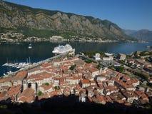 Ansicht der alten Stadt Kotor von der Spitze, Montenegro stockfoto