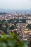 Ansicht an der alten Stadt von Bergamo von San Vigilio Hill Italien Lizenzfreies Stockfoto