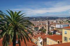 Ansicht der alten Stadt von Nizza, Frankreich, das unten vom Schloss-Hügel schaut Stockfotografie