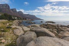 Ansicht der 12 Apostel und des Atlantiks an einem vollen Tag Stockfotos