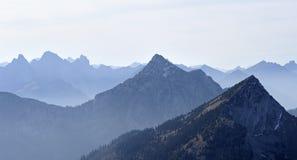 Ansicht der Berge der Alpen in Österreich Stockbilder