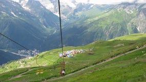 Ansicht der Berge in Dombay, Nord-Kaukasus Russland lizenzfreie stockfotos