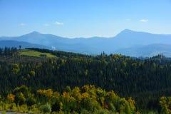 Ansicht der Berge von Hoverla und von Petros, Chornohirskyi-Kante stockfoto