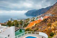 Ansicht der bewölkten Klippen von Los Gigantes in Teneriffa, Kanarische Insel Stockbild