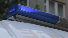 Ansicht der blinkenden Blaulichtsirene auf Krankenwagentransport, Signal der ersten Hilfe stock video