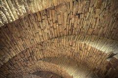 Ansicht der Bogen der alten historischen Steinbrücke Stockfotografie