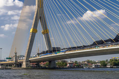 Ansicht der Brücke Rama VIII und des Chao Phrayas, Bangkok Stockbild
