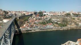 Ansicht der Brücke ziehen Luis I in Porto, Portugal an stockbild