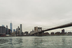 Ansicht der Brooklyn-Brücke vom Brooklyn-Brücken-Park Stockbilder