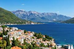 Ansicht der Bucht Boka Kotorska von Herceg Novi, Montenegro Stockbild