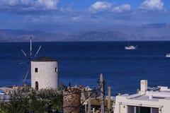 Ansicht der Bucht an Korfu-Stadt auf der griechischen Insel von Korfu stockfotos