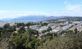Ansicht der Bucht von San Francisco an einem sonnigen Sommertag stockbild