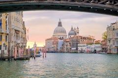 Ansicht der Canal Grande- und Santa Maria della Salute-Basilika, Venedig Stockbilder