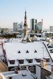 Ansicht der Dächer der alten Stadt von Tallinn im Winter Estland Stockfoto
