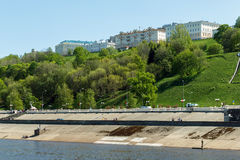 Ansicht der Dämme Nizhne-Volzhskaya und Verkhne-Volzhskaya Stockfotos