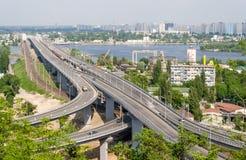 Ansicht der Datenbahn und der Eisenbahnbrücken lizenzfreies stockfoto