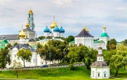 Ansicht der Dreiheit Lavra von St. Sergius - Sergiyev Posad, Russi Lizenzfreie Stockbilder
