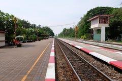 Ansicht der Eisenbahn in Thailand am sonnigen Tag Stockfotografie