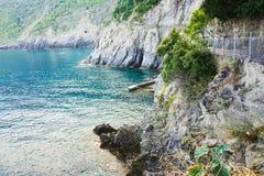 Ansicht der erstaunlichen Farbe des Meeres und der Berge Ansicht von der Küste von Manarola Cinque terre Nationalpark von Italien stockbilder
