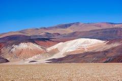 Ansicht der farbigen H?gel und der Berge von Antofagasta De La Sierra, Argentinien stockfoto