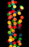 Ansicht der fesselnden bunten undeutlichen Weihnachtsleuchten Stockbild