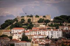 Ansicht der Festung von St- Georgeansicht in Lissabon stockbild