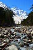 Ansicht der Flussschlucht und des Berges Tsitsa Oshten Lizenzfreie Stockfotos
