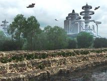 Ansicht der futuristischen Stadt mit Fliegenraumschiffen Lizenzfreie Stockfotografie