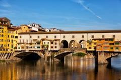 Ansicht der Goldbrücke in Florenz Stockbilder