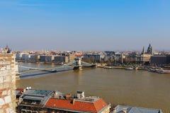 Ansicht der Hängebrücke über der Donau und dem Panorama von Budapest Lizenzfreie Stockfotografie