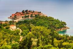 Ansicht der Halbinsel von Sveti Stefan von der Höhe der Berge Stockfoto