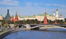 Ansicht der Hauben und der Türme des Moskau-Stadtzentrums Stockbild