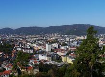 Ansicht der historischen Stadt Graz und der Alpen in Österreich Stockbild