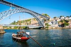 Ansicht der historischen Stadt von Porto, Portugal mit dem Dom Luiz b Stockbild